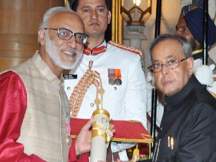 नरेंद्र मोदी के प्रधानमंत्री बनने के बाद अशोक गुलाटी को 2015 में पद्मश्री पुरस्कार दिया गया था। - Dainik Bhaskar